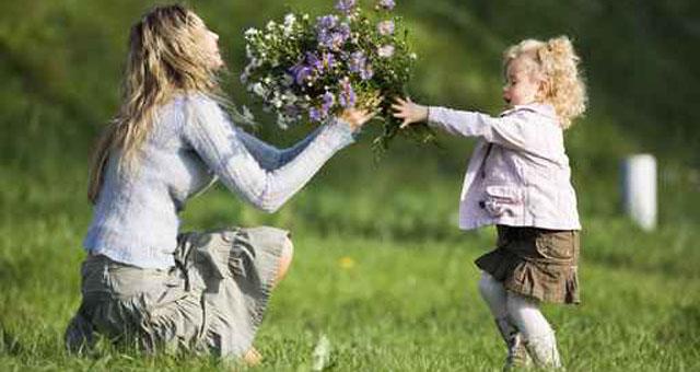 """Akcija ,,Dovanoju tau, mama, pavasario gėles"""""""